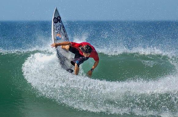 Vuelos Costa Rica: Playa Jacó muy recomendada para practicar surf.
